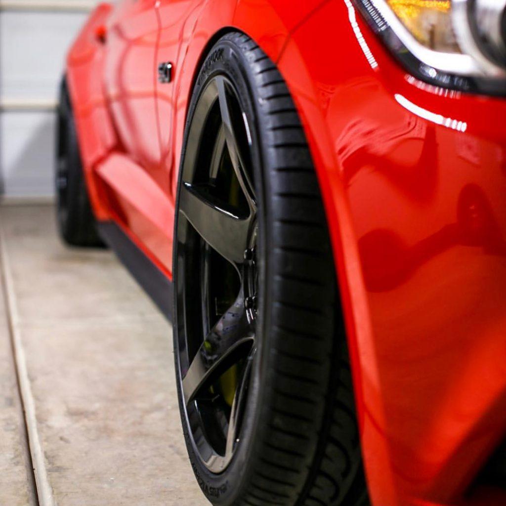 aftermarket black Mustang wheels